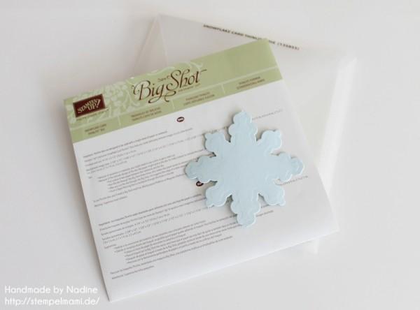 Anleitung Tutorial Schneeflocke aus der Thinlits Form Schneekristall-Karte ausstanzen